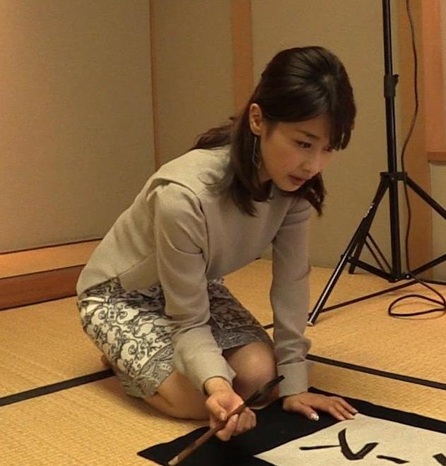 加藤綾子 ミニスカートで正座