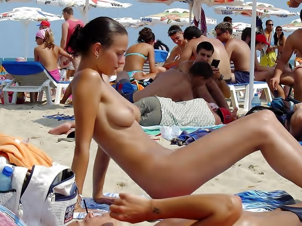 Opinion you The only girl naked at the beach thank you