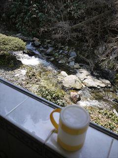 窓から川_R