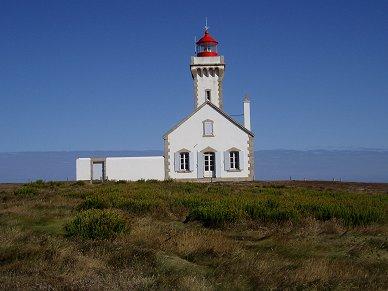ベルイル 荒野にポツンと立つ灯台は白に赤が印象的REVdownsize