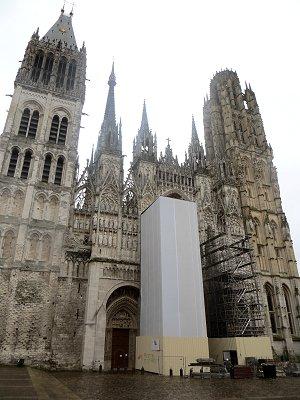 ノートルダム大聖堂正面は現在補修中ですdownsize
