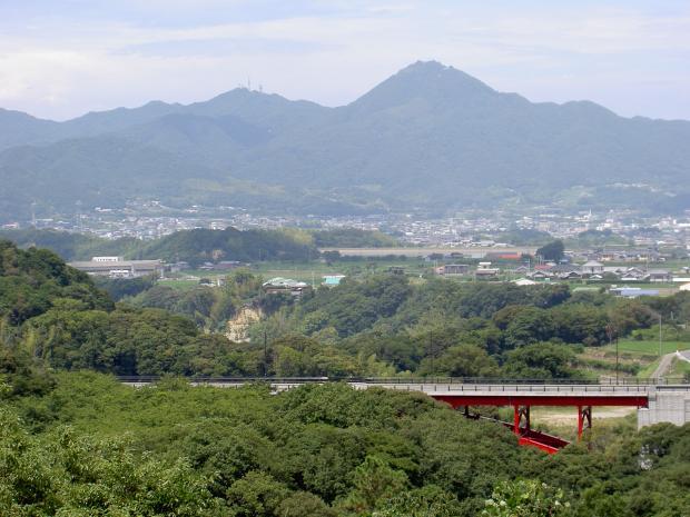 鮎屋ダムから先山を見る