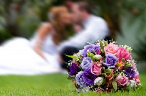 beautiful-bouquet-with-groom-and-bride-at-back_2767500.jpg