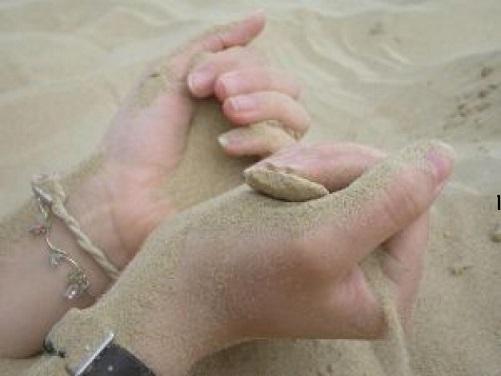 hands-sand_2566522.jpg