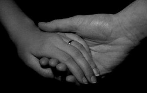 holding-hands_2262441.jpg