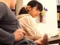 図書館にきていた爆乳のメガネ少女に勃起チンポを見せつけてハメる!