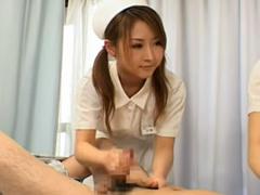 自分で射精出来ない患者を手コキ介助射精させる看護婦さん