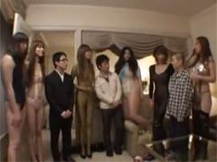 高身長コスプレ痴女6人vs小男3人のチンポ奪い合い大乱交!