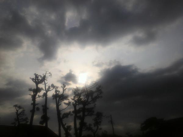雨がフィル前に2