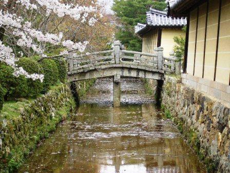 御殿川・勅使門前の橋_H17.4.10撮影