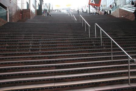 京都駅ビル大階段_H24.11.10撮影