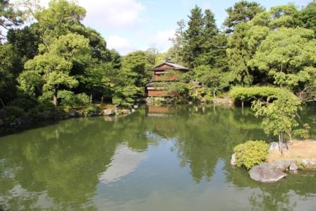 九条池と拾翠亭_H25.06.15撮影