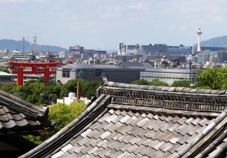 金戒光明寺御影堂から見える京都タワーと平安神宮大鳥居_H25.06.16撮影