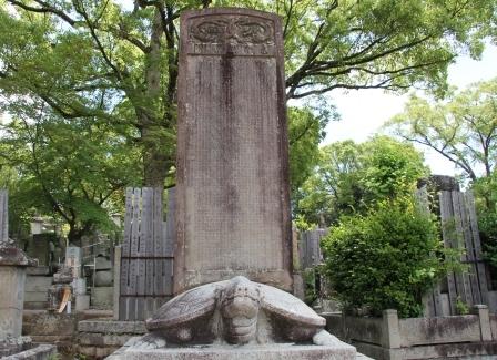 亀の上の石碑_H25.06.16撮影