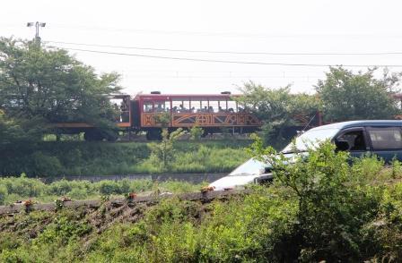 トロッコ列車と遭遇_H25.08.16撮影