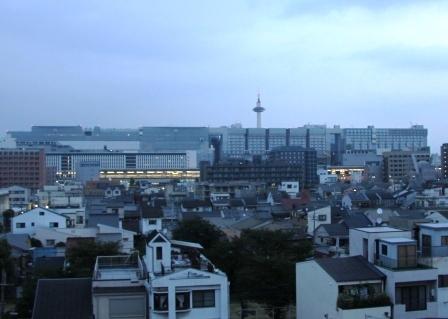 京都第一ホテルベランダから見た京都タワー_H25.08.17撮影