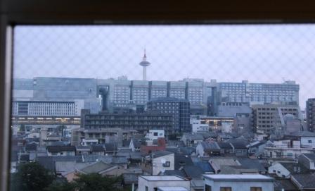 京都第一ホテル客室から見た京都タワー_H25.08.17撮影