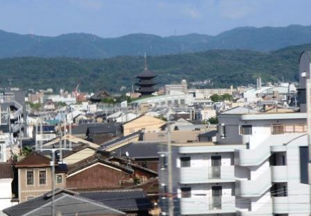街中の五重塔_H25.08.17撮影