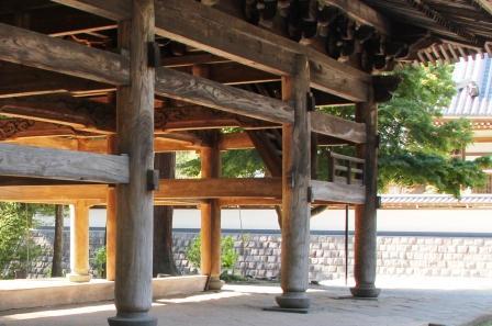 円覚寺三門楼上へ上がる階段_H25.09.29撮影