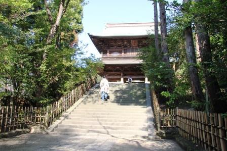円覚寺三門総門側階段下から_H25.09.29撮影