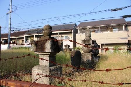 太秦の石塔_H25.10.12撮影