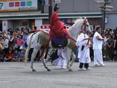 騎馬の神職_H25.10.13撮影