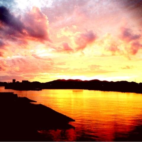 港 海岸線 夕焼け 画像