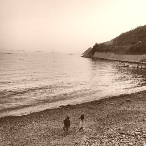海 砂浜 子どもたち 画像