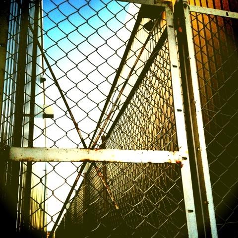 フェンス 有刺鉄線 アメブロ 画像