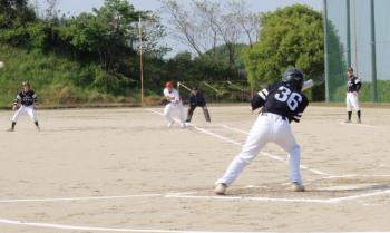 P4280128連中川新が送りバント