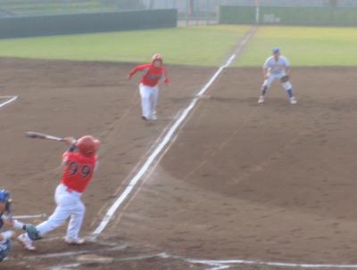 P5240018右翼線2点二塁打を放った土井選手