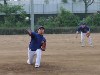 P6140007冨田投手と野口二塁手