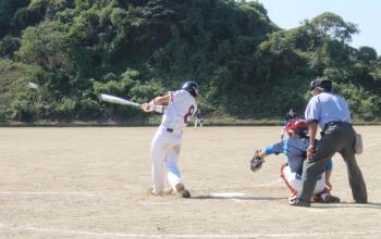 P92300316回裏坂本左越え三塁打を放つ