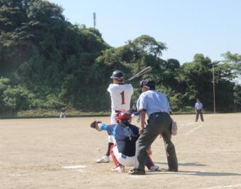 P9230033続く4番村上が一塁手のグラブをはじく一塁線打を放ち三走の坂本生還