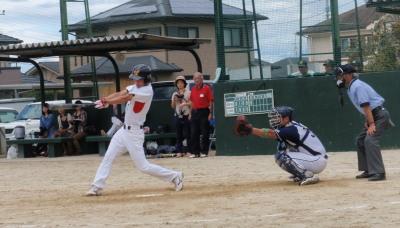 PA060048左翼線三塁打を放った背番号2