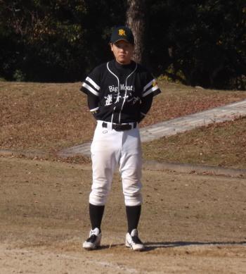 DSCF3748一塁ランナーコーチの和泉選手