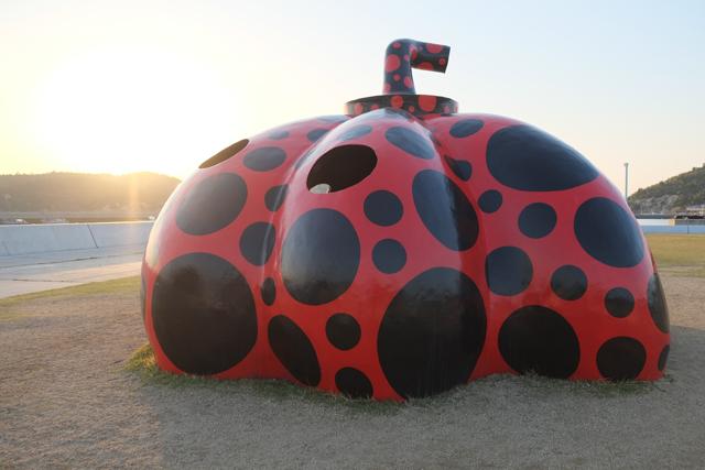 直島1018夕日かぼちゃ