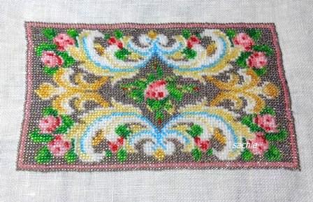 初のビーズ刺繍