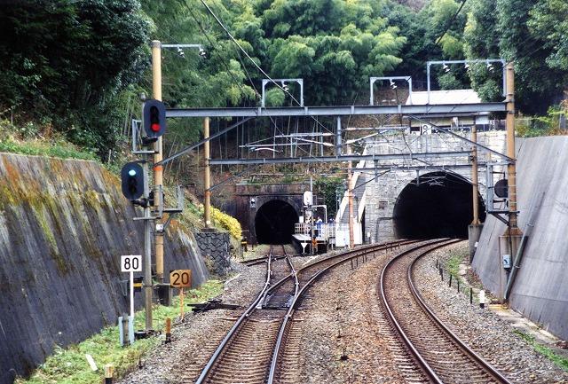 018分岐点のトンネル