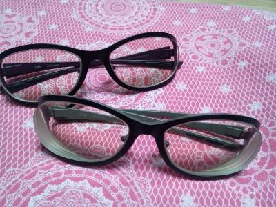 おそろいのメガネ (400x300)
