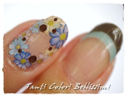 ダブルフレンチとお花の囲みネイル