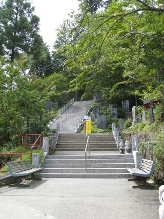 石段を登って御岳神社へ!