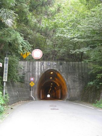 トンネルを抜けると、そこは駅だった!
