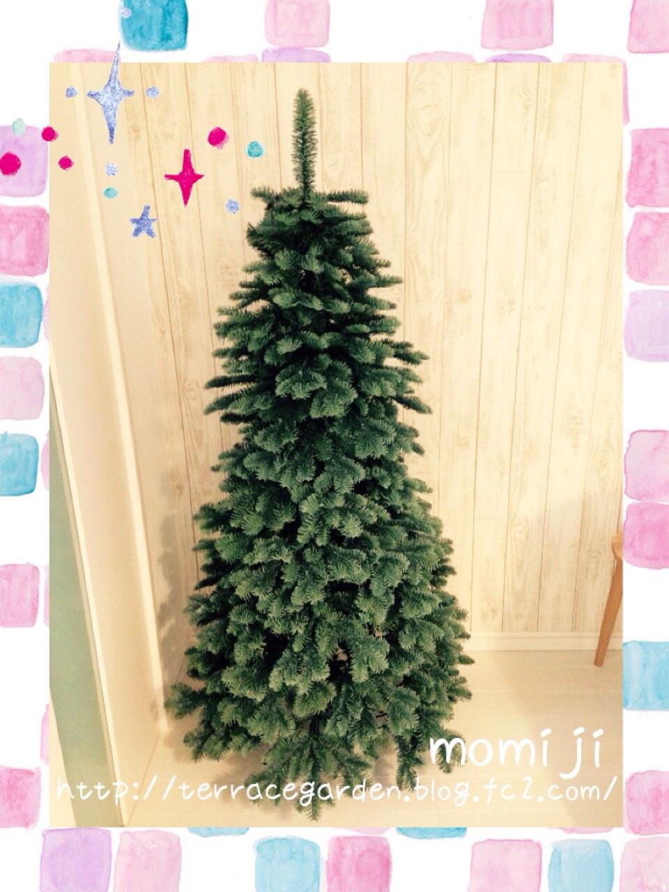 シルバーカラーのクリスマスツリー