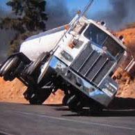 片輪走行するトラック