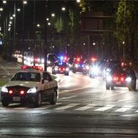 警察の行列