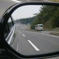 サイドミラーに映る道路