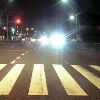 対向車のヘッドライト