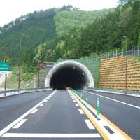 真っ暗なトンネル