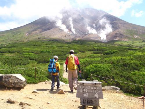 山頂までの2時間山旅のスタートです。